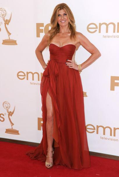 Connie Britton se veía tremendamente 'hot' con ese vestido 'strap...