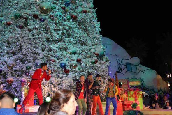 1.- Con nieve, luces y alegría podrás divertirte todo el d...