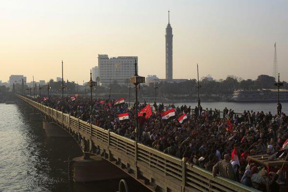 Entre banderas de Egipto y del Al Ahli, los manifestantes, en su mayor&i...