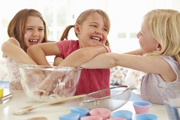 """Cocinar, dibujar y jugar. """"Una buena opción para fomentar la amistad es..."""