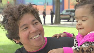 Madres se reunieron en la plaza César Chávez para festejar su día con el...