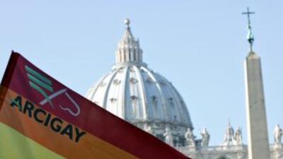 Protesta de grupo a favor de los homosexuales frente al Vaticano.