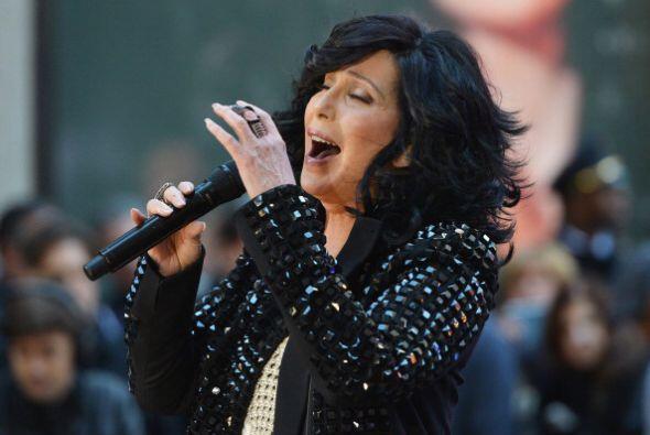 3. Cher; 1,122,522 dólares; 89.85 dólares.