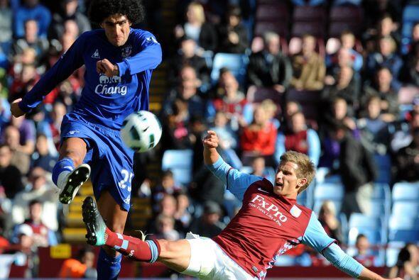Everton y Aston Villa se vieron las caras en Villa Park.