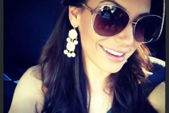 Como buena reina de belleza, esta chica adora la moda y no pierde oportu...