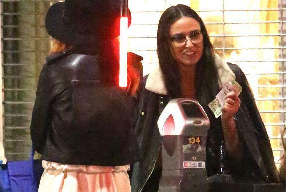 Demi se fue sola con Rumer. Mira aquí los videos más chismosos.