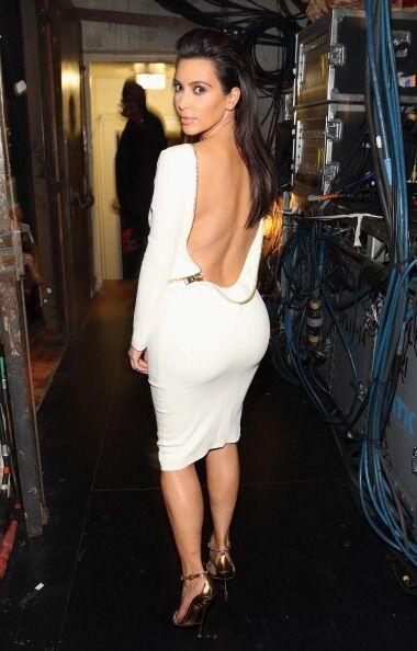 Este vestido que usó es uno de nuestros favoritos pues el escote con cie...
