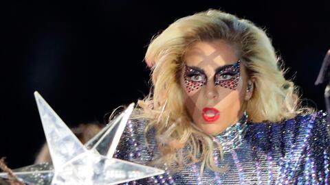 Lady Gaga consiguió el aplauso a la distancia de la aspirante a la presi...