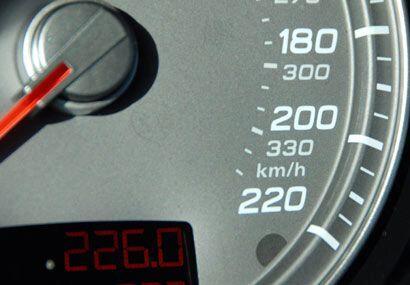 Aunque el velocímetro marca 220 mph su velocidad máxima es de 187, más q...