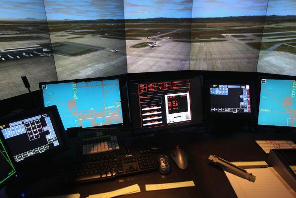 8:40 La Administración Federal de Aviación notifica a NORAD sobre el sec...