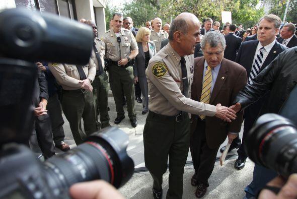 9- Lee Baca lideró un departamento de 13 personas entre alguacil...