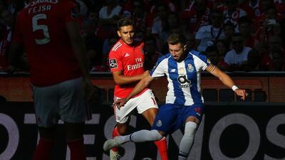 En fotos: Héctor Herrera no pudo evitar la derrota de Porto en el clásico contra Benfica