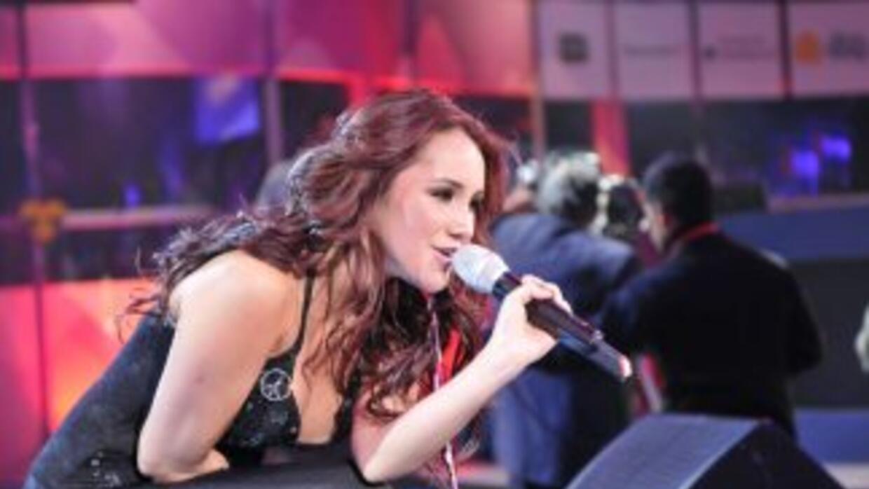 La ex RBD llegó a cantar y apoyar la causa del Teletón con su tema 'Ya No'.