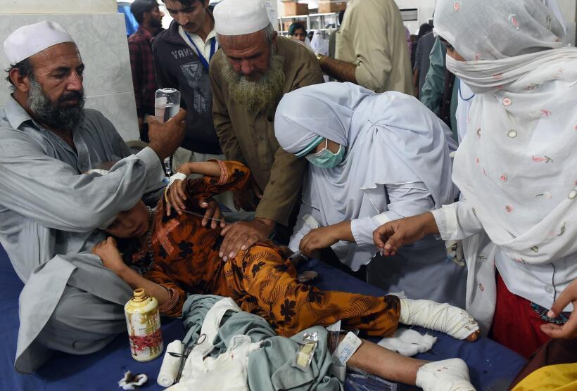 Más de 200 muertos por terremoto en el sur de Asia GettyImages-494300796...