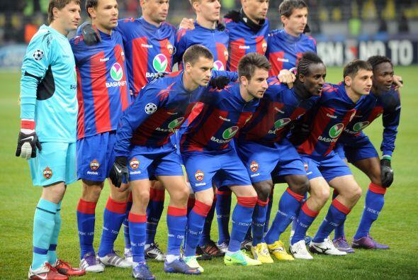 CSKA Moscú: Chepgúrov; Shénnikov, V.Berezutsky, Ignashévich, A. Berezuts...