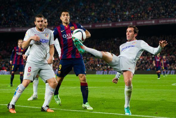 Luis Suárez no tuvo una noche sencilla en Barcelona ante la buena marca...