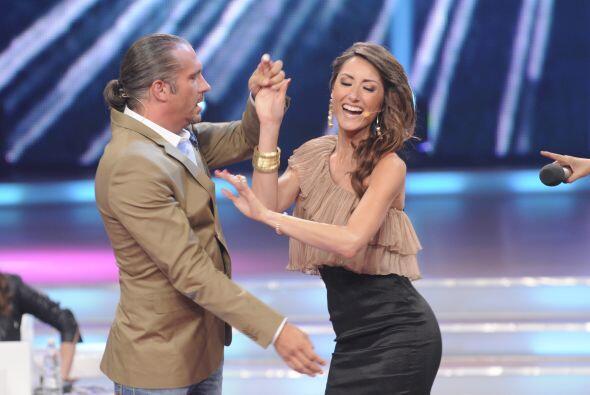 Raquel  le propuso a Arath enseñarlo a bailar a cambio de que él le ense...