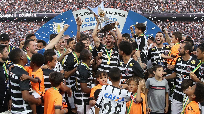 Corinthians recibió el trofeo de campeón