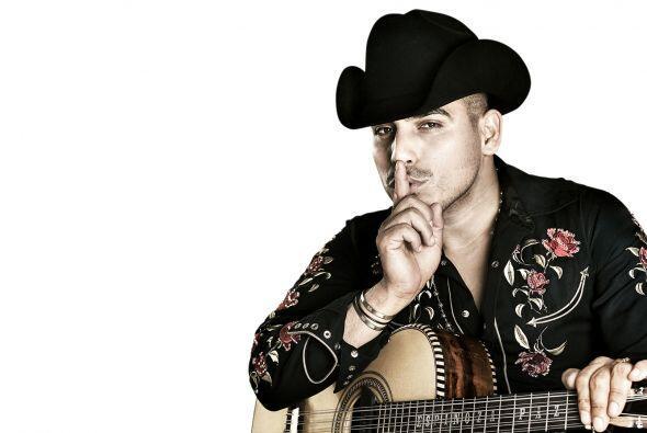 Este cantante mexicano actualmente vende millones de discos  y hasta tie...