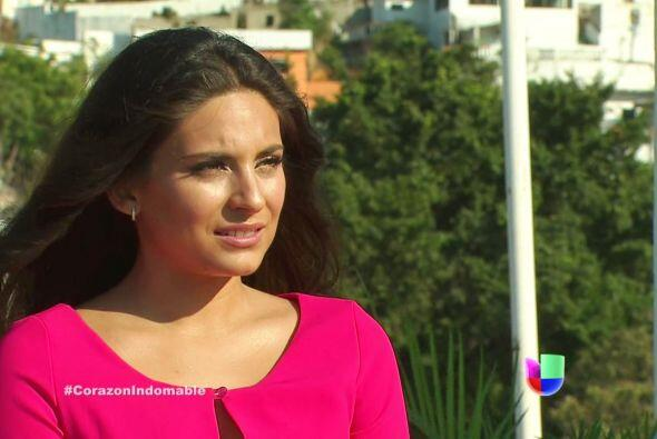 Maricruz le pregunta a Teobaldo sobre la honestidad de Carola y Raiza.
