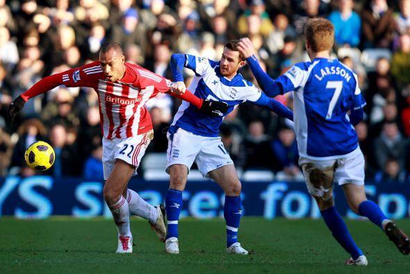 Birminghan le ganó 1 a 0 al Stoke City con gol de Nicola Zigic en el últ...