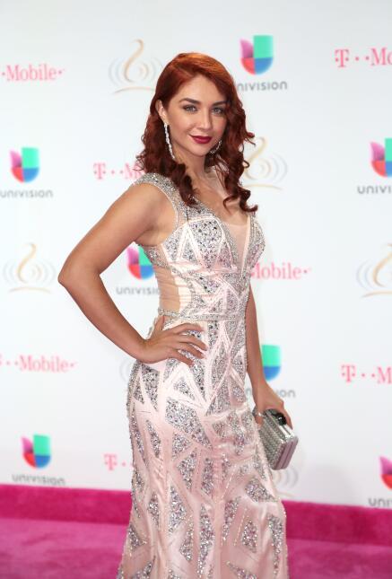 Daniela Luján en la alfombra de Premio Lo Nuestro a la música latina/Mia...