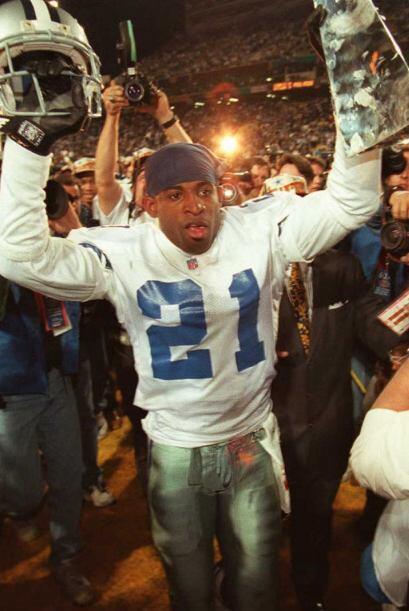 Después defendió los colores de los Dallas Cowboys y por s...
