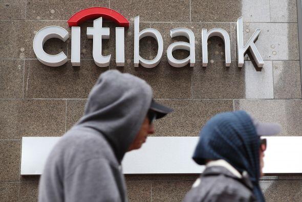 En abril pasado el banco anunció que estudiaba contratar a cerca de 500...