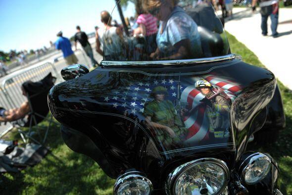 El tributo a las Fuerzas Armadas es también algo que se ve comunmente en...
