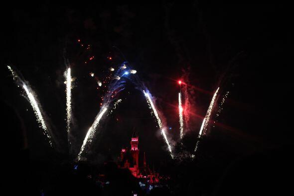 Danny Luna te comparte las fotos de los desfiles, shows, fuegos artific...