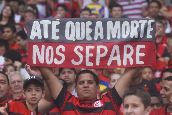 Sobran las palabras, el hincha del Flamengo le puso color y una confesi&...