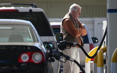 Los precios de la gasolina en Houston siguen a la baja por otra semana c...