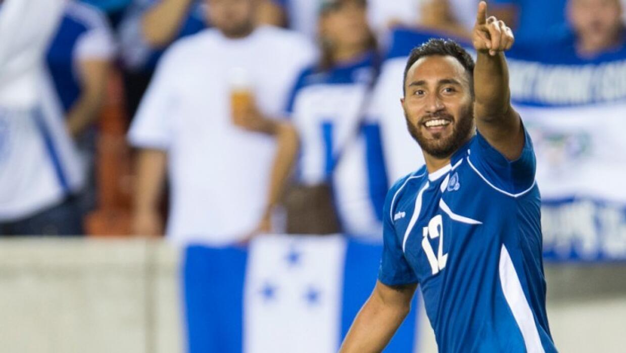 Arturo Álvarez celebra un gol con El Salvador