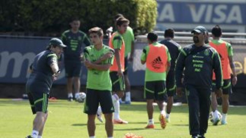 Miguel 'Piojo' Herrera comenzó apreparar el partido con Nigeria con juga...