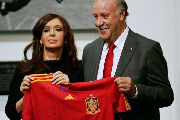 La presidenta de Argentina, Cristina Fernández de Kitchner recibió a los...
