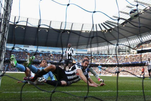 Manchester City se dio banquete contra el Newcastle. Tévez marcó el prim...