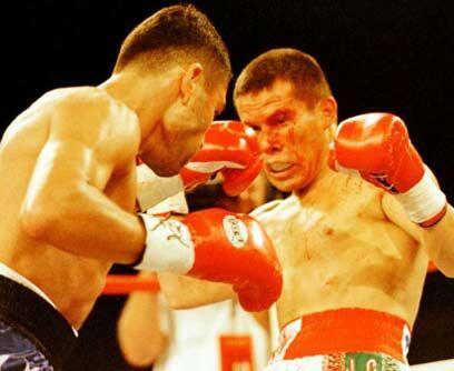 En el ocaso de Julio César ChávezEn 1996 Oscar De la Hoya consiguió su c...