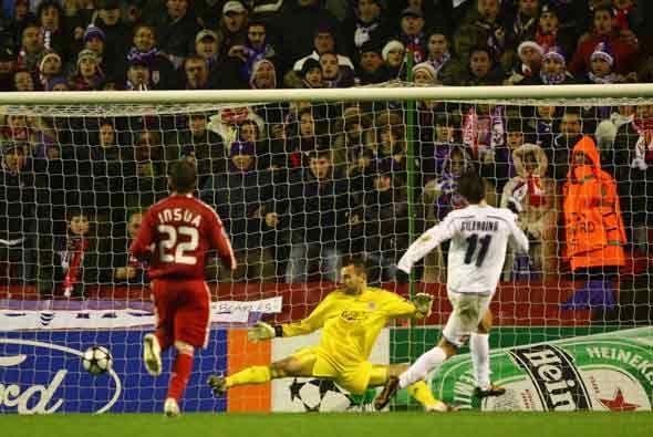 Este gol de Gilardino le dio la victoria a la Fiorentina en Liverpool. L...