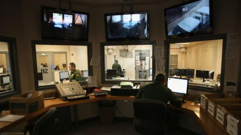 Este diciembre, ICE planea abrir el centro de detención más grande del p...