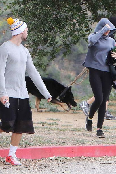 Cada vez que tiene oportunidad, Nicole lleva a Iro a dar largas caminata...