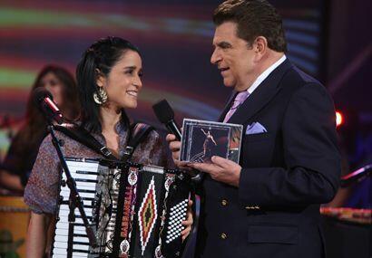 El disco Unplugged de Julieta Venegas tiene 15 canciones,de las cuales c...