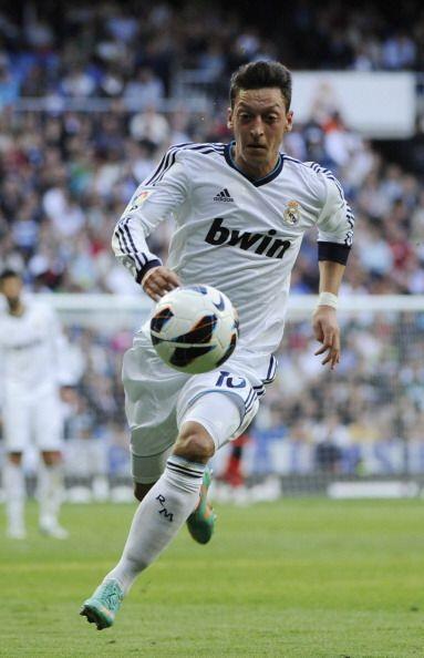 Ozil jugó un gran partido, coronado con dos buenos goles.