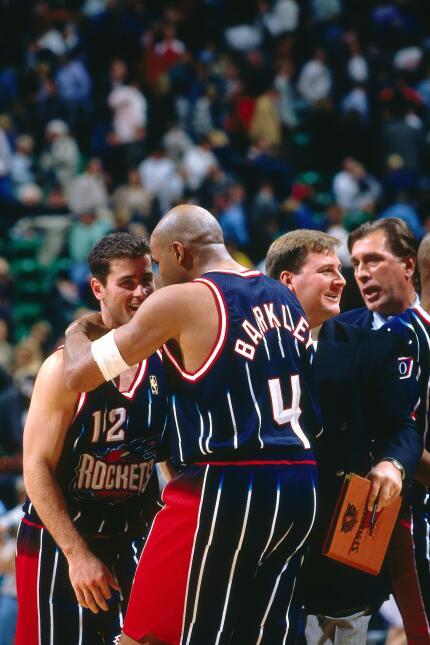 Barkley jugó durante 16 temporadas como profesional en la NBA, en las dé...