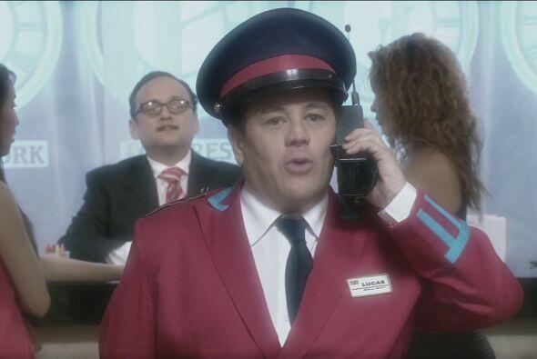 Lucas se imaginaba como todo un líder de botones en el hotel.