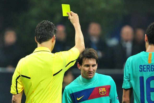 El árbitro pidió que por esa razón se repitiera el tiro y además amonest...