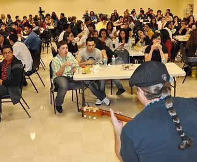 Jazz RootsCerca de 900 estudiantes secundarios de Miami, muchos de ellos...