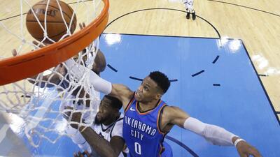 Gigante voltereta del Thunder para evitar eliminación ante el Jazz