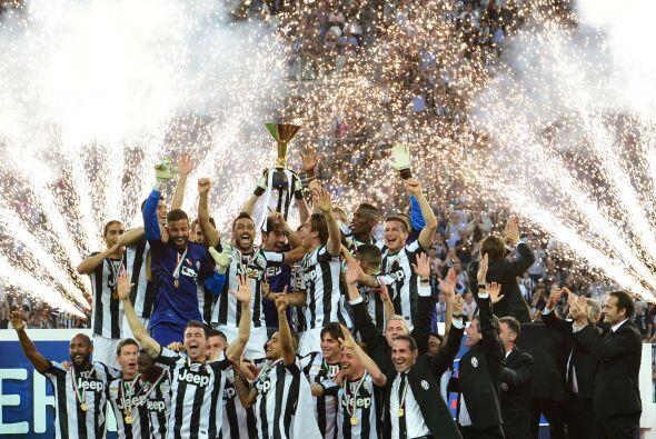 Juventus recibió el trofeo de campeón de Italia luego de s...