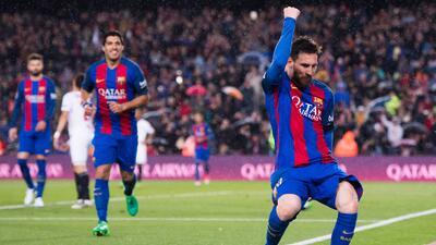 Messi y Barcelona fulminan al Sevilla y se mantienen en la pelea por La Liga