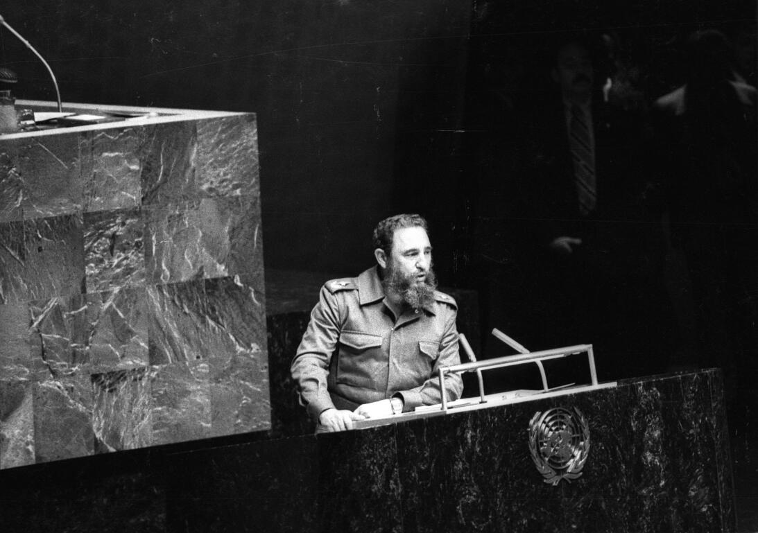 Castro comparece ante la ONU como presidente del Movimiento de Pa&iacute...